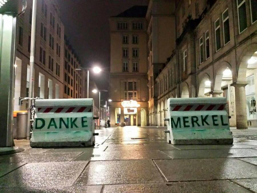Road+blocks+at+a+berlin+christmas+market+big1+road+blocks+at_8ddc76_6129244.jpg